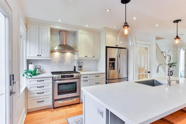 Hvorfor lakere dine køkkenlåger?